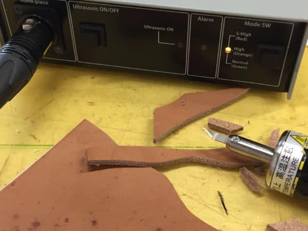 超音波カッターZO-80皮加工