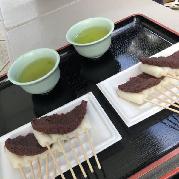 一皿200円(2カサ)だんご茶屋