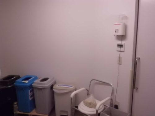 医療廃棄物室での除菌剤噴霧