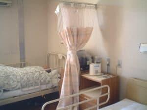 病室での除菌消臭剤噴霧