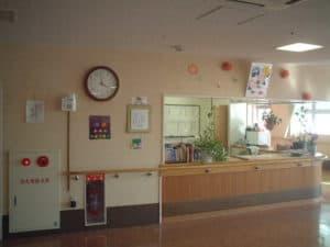 介護施設入口での噴霧