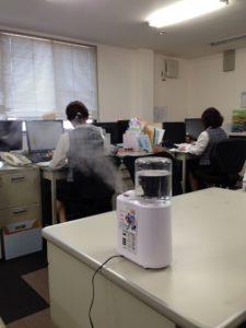 事務所での除菌消臭剤噴霧