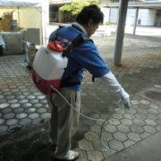 水害時の床・壁への除菌消臭剤噴霧