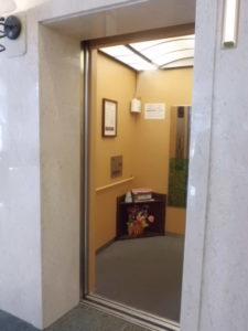 エレベーター内の除菌消臭剤噴霧